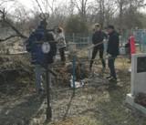 На кладбищах Волгодонска провели обработку от клещей, завезли песок, вывозят мусор